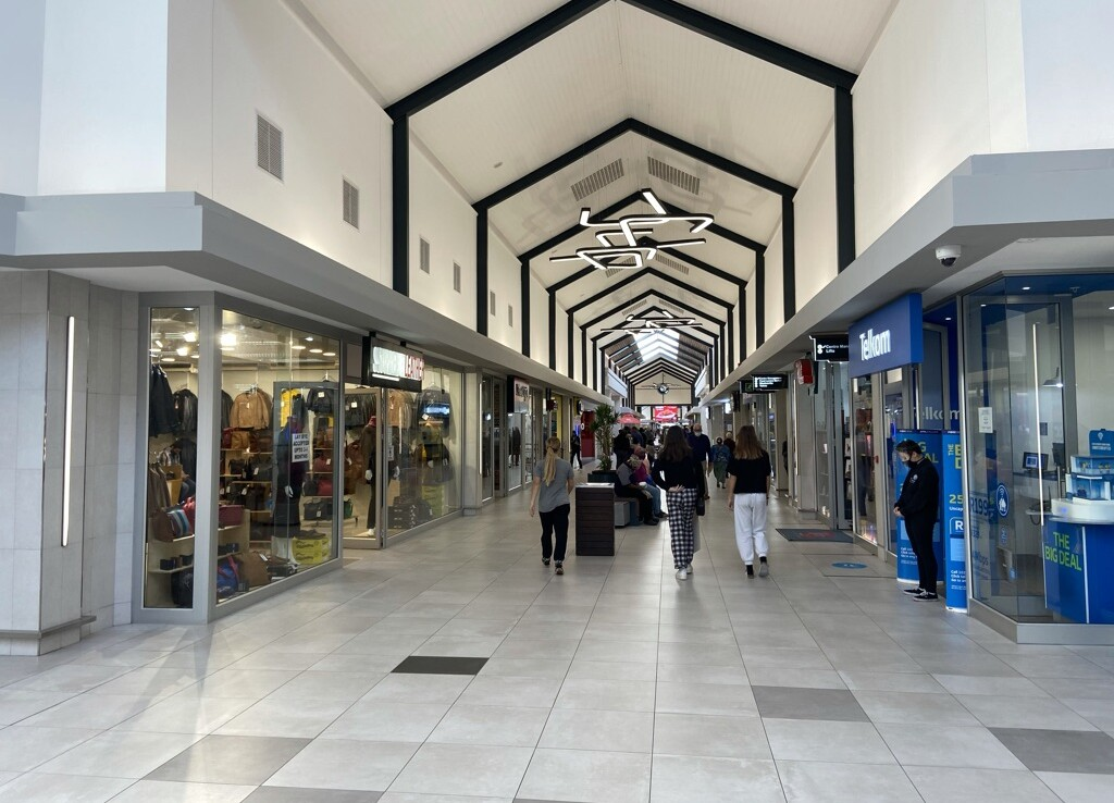 shop-to-let-longbeachmall-rootedproperties-retail